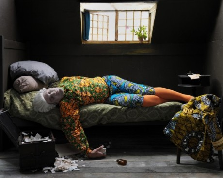 Yinka Shonibare, photo, fake death picture (the death of Chatterton - Henry Wallis) 2011