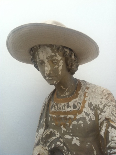 statue  with hat