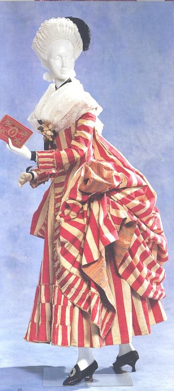 robe retroussée dans les poches,1780c,KCI